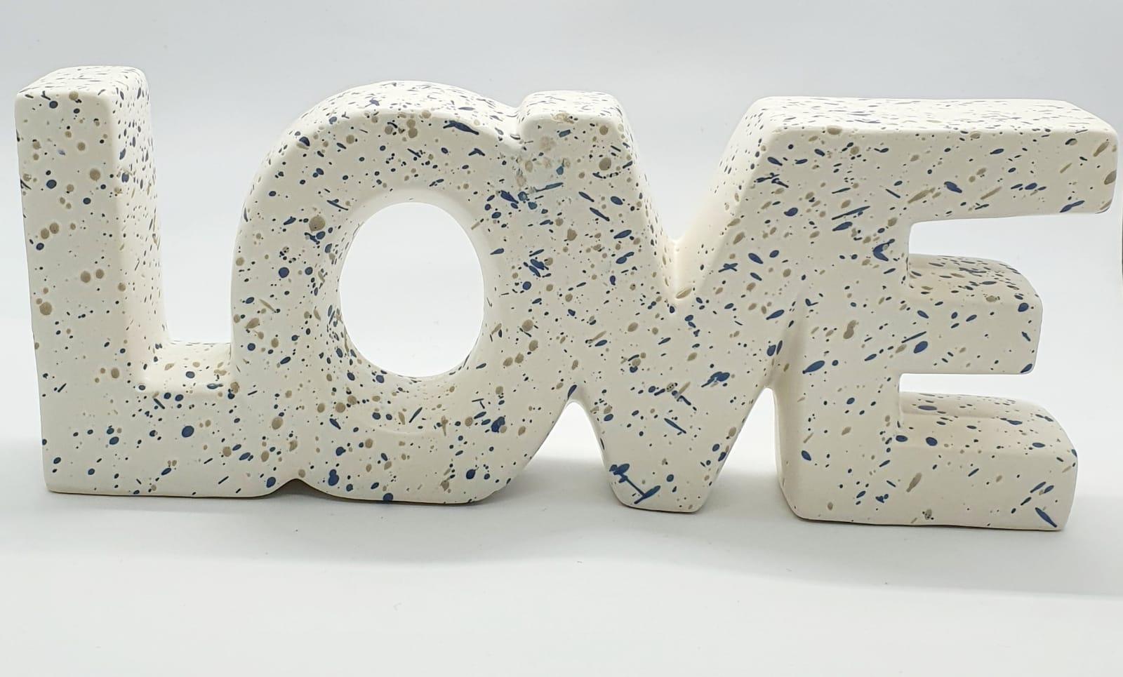 Love branco em cerâmica