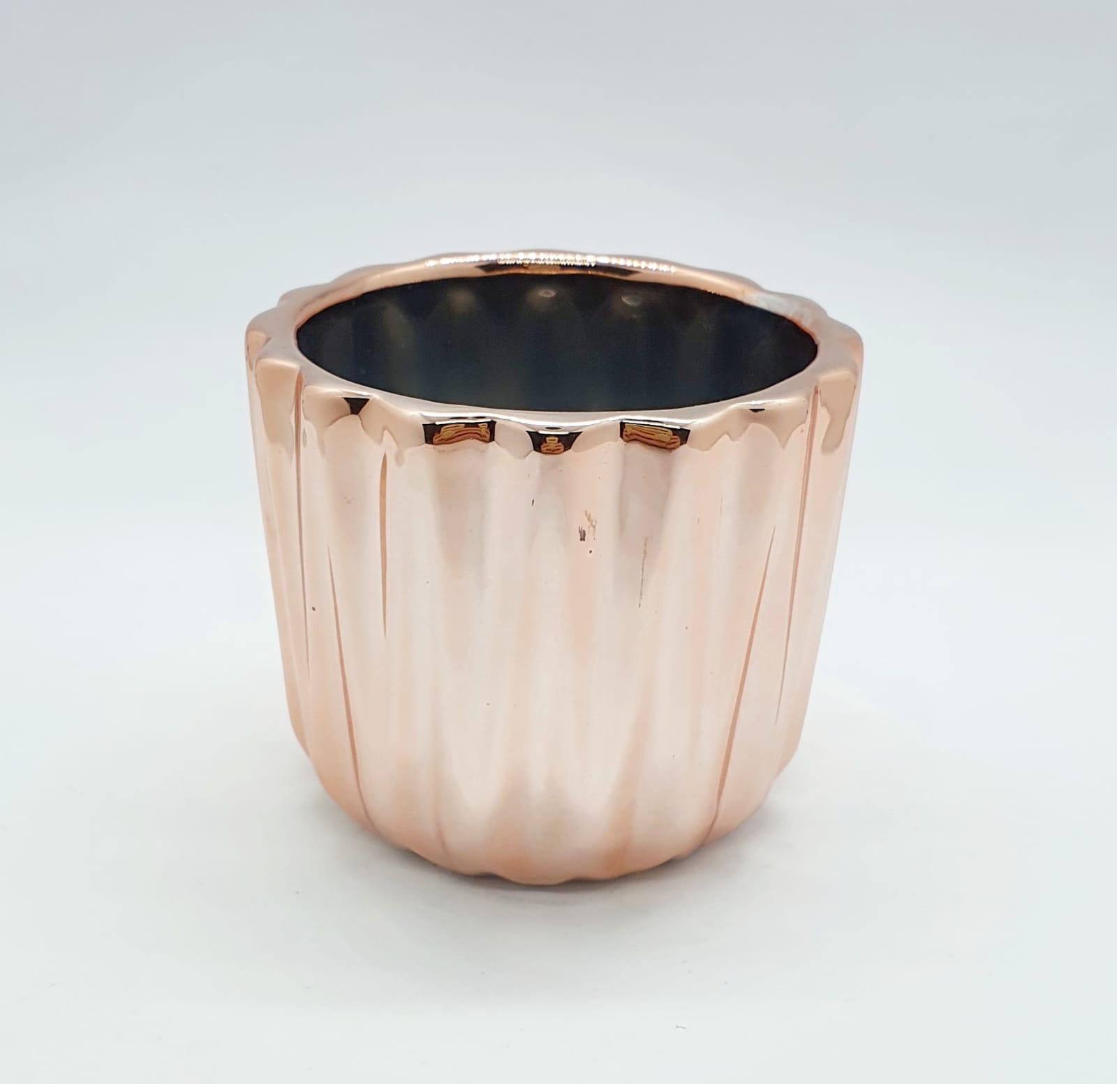 Mini cachepô frisado em cerâmica