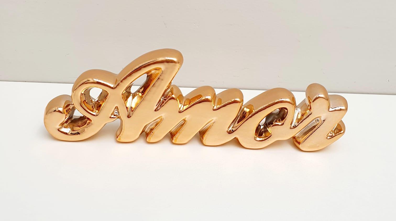 Palavra Amor em cerâmica metalizado