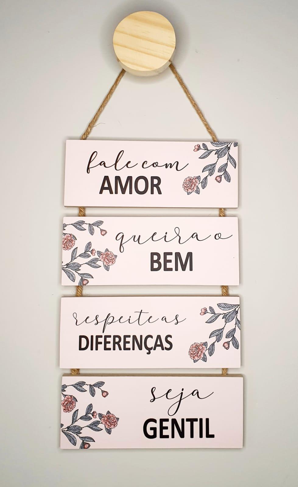 Plaquinha de MDF com corda c/4 - Fale com amor, queira o bem, respeite as diferenças, seja gentil.