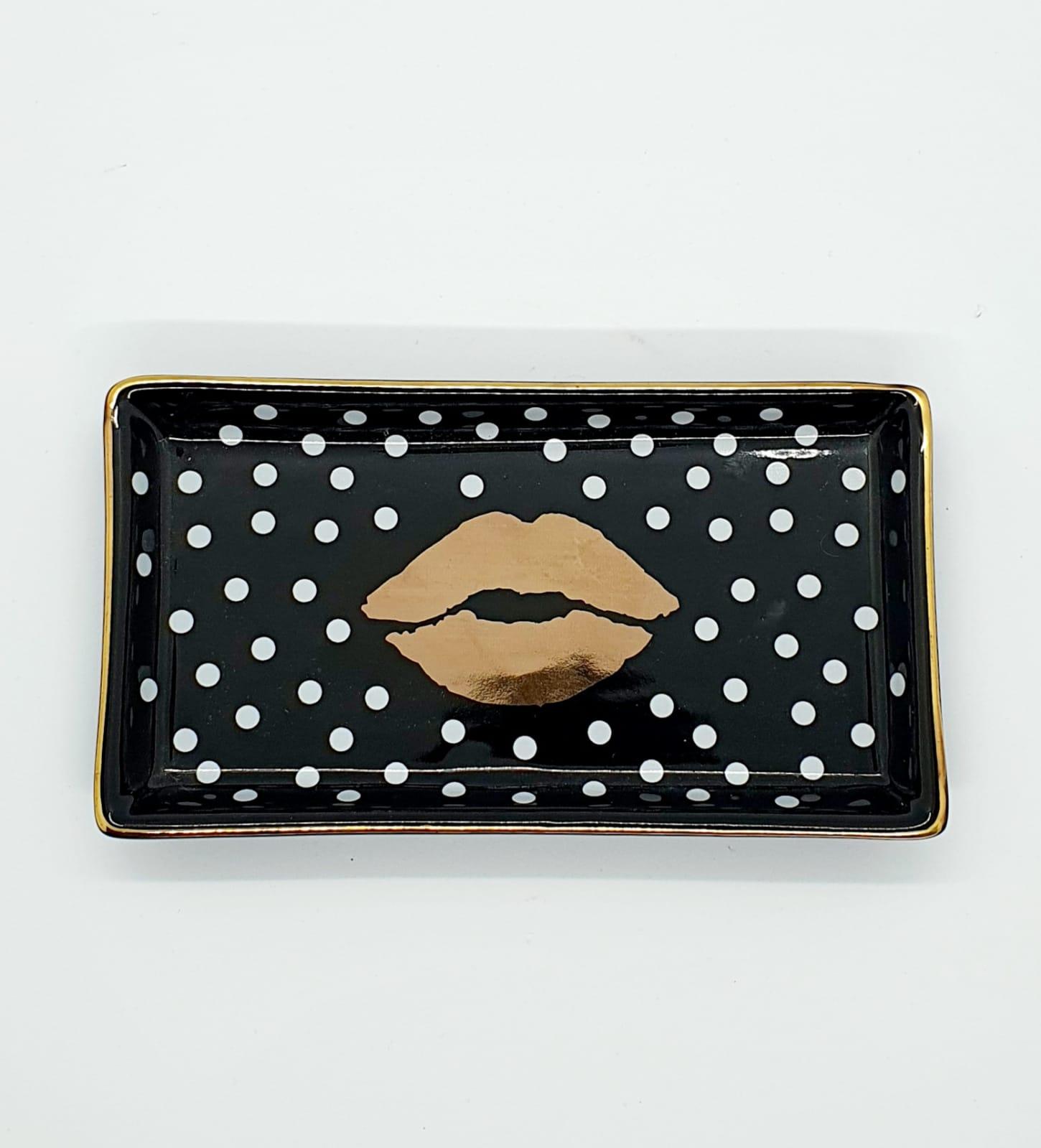 Porta joias retangular beijo em cerâmica