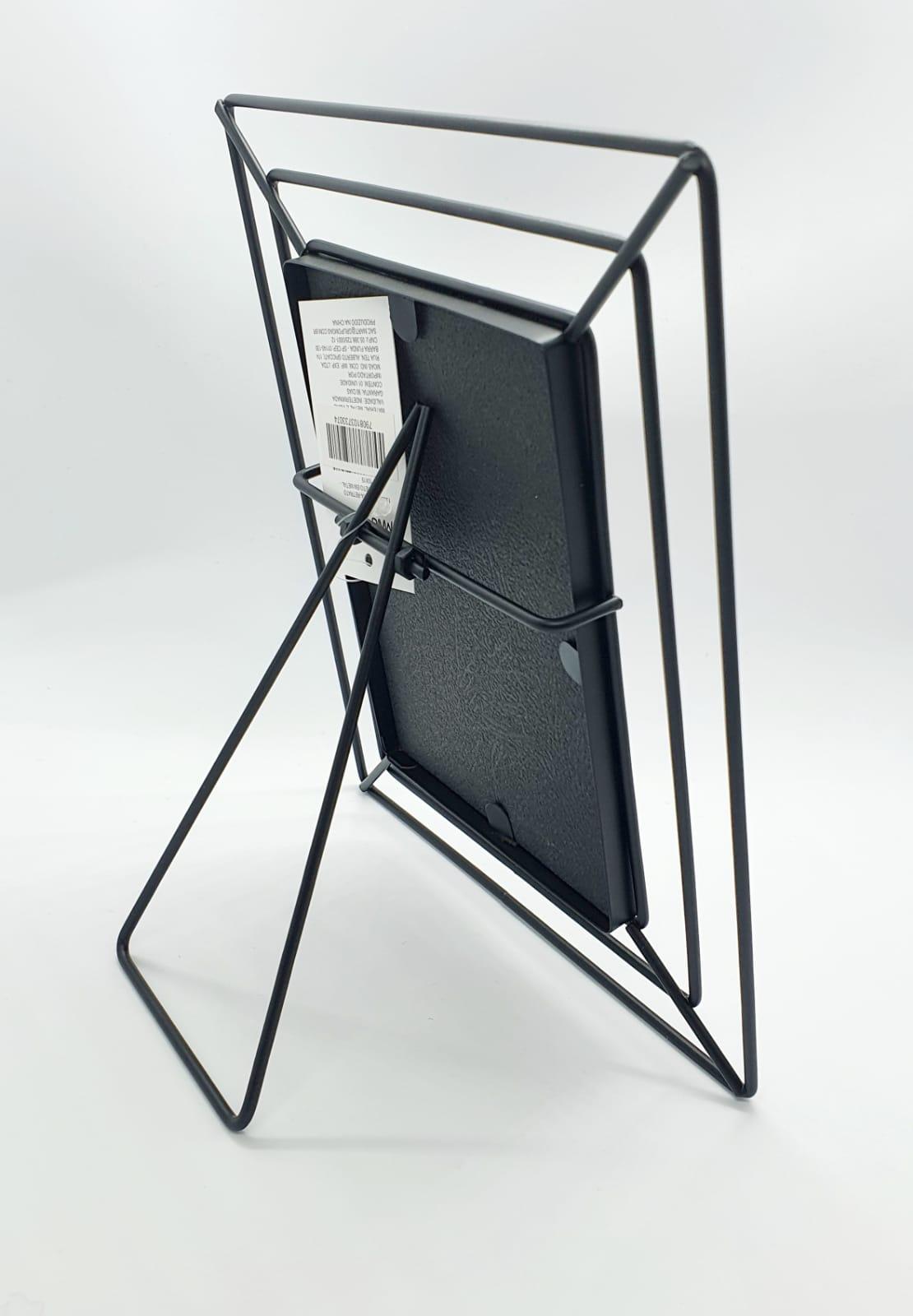 Porta retrato vazado em metal (10 x 15)