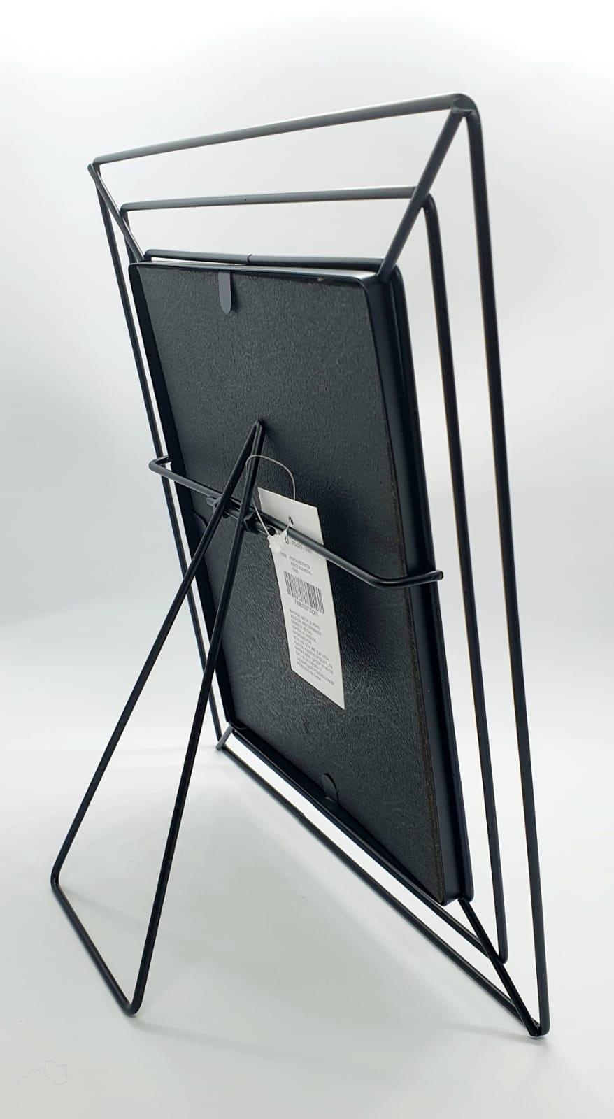 Porta retrato vazado em metal (15 x 20)