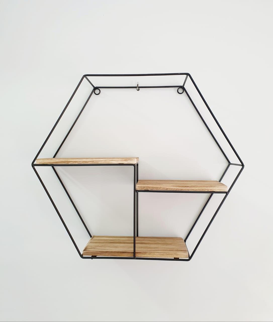 Prateleira decorativa de metal e madeira hexagonal- A 37cm x L11cm X C 37cm