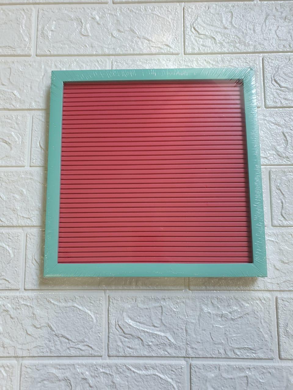 Quadro decorativo/ recados alfanuméricos com moldura de plástico colors