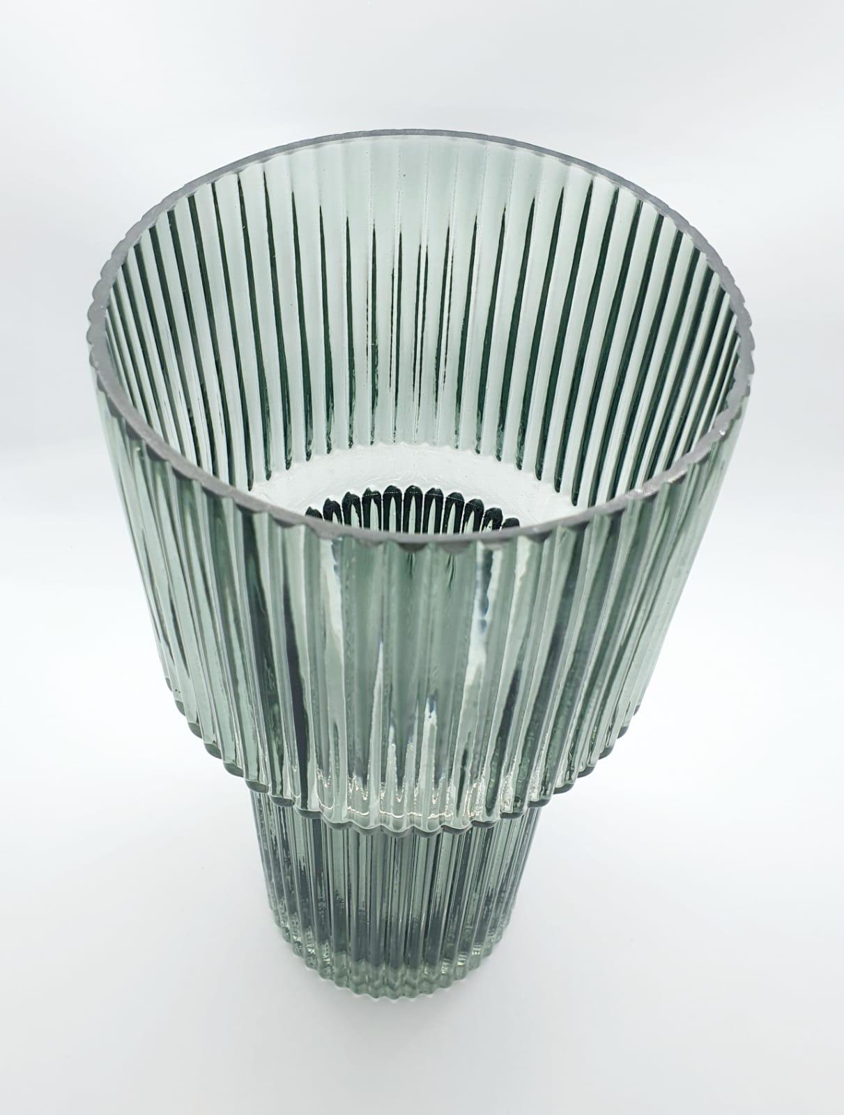 Vaso Canelê verde em vidro