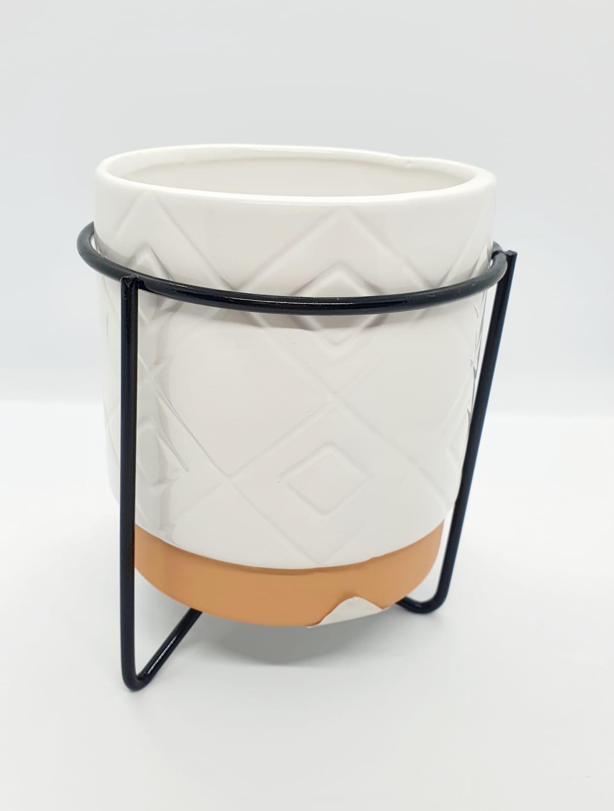 Vaso decorativo com suporte de metal preto médio- branco e coral