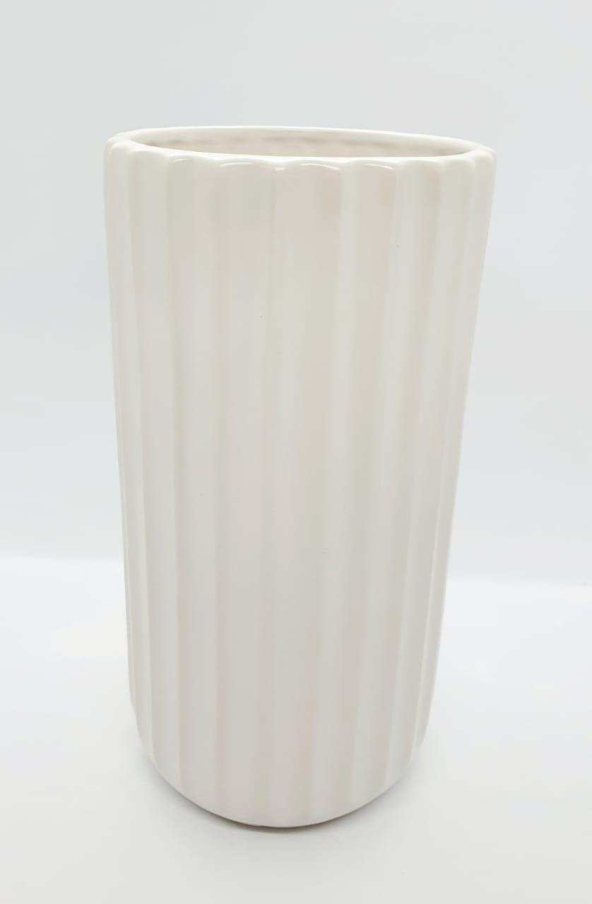 Vaso decorativo em porcelana canelado