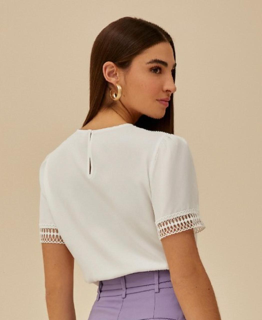 Blusa Crepe Detalhe Renda