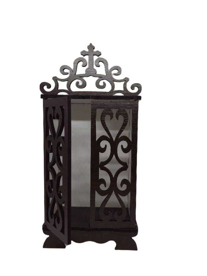 Capela com porta marrom