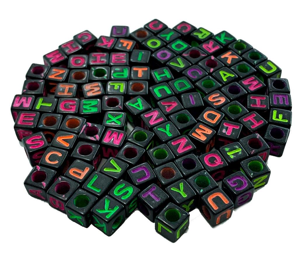 Letras Quadradas Pretas com Colorido
