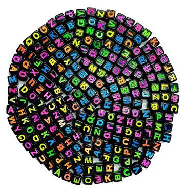 Letrinhas Quadradas Pretas com Coloridas NEON