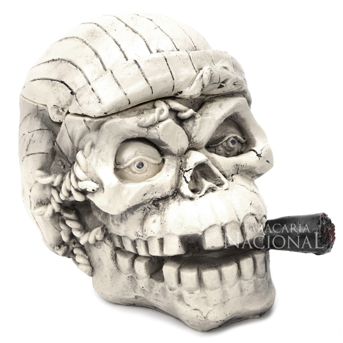 Cinzeiro de Resina para 4 Cigarros - Caveira Pirata 3