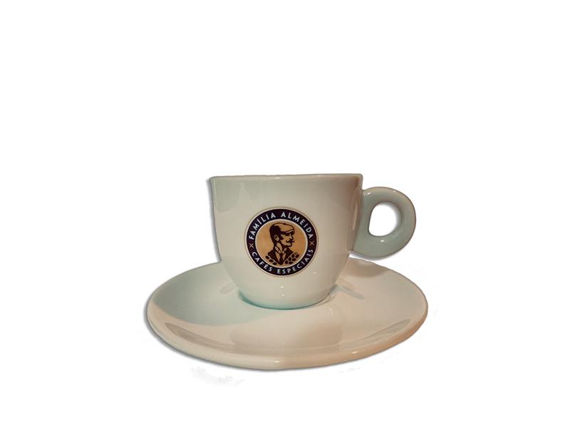 XÍCARA CAFE COM PIRES FAMÍLIA ALMEIDA 80 ML PORCELANA
