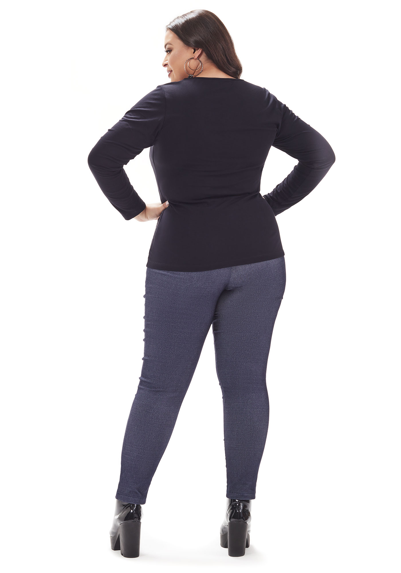 Blusa Lepoque Plus Size Em Viscolycra Com Recorte Decote (Preto)
