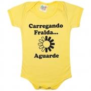 Body Bebê Carregando Fralda Amarelo