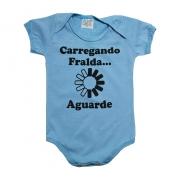 Body Bebê Carregando Fralda Azul