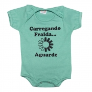 Body Bebê Carregando Fralda Verde