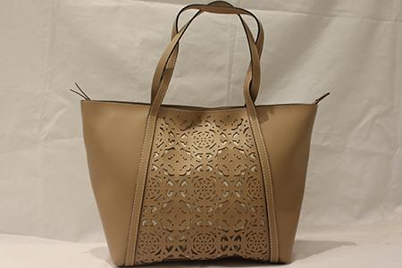 Bolsa Feminina Shopping Bag em Material Sintético com Vazados Frontais em Formato de Flores - Pontapé