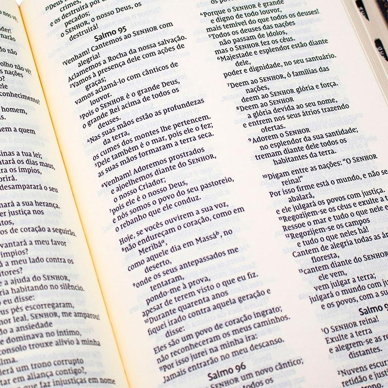 Bíblia Sagrada Leitura Perfeita   NVI   Capa Couro Soft   Preta