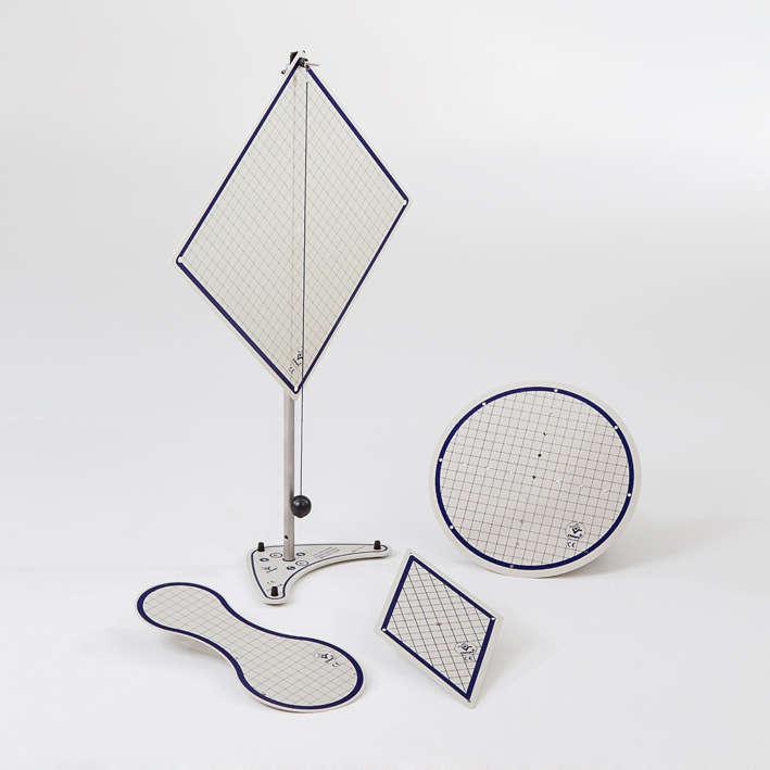 Conjunto de figuras planas com tripé, baricentro