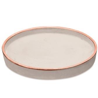 Bandeja redonda em cimento com cobre