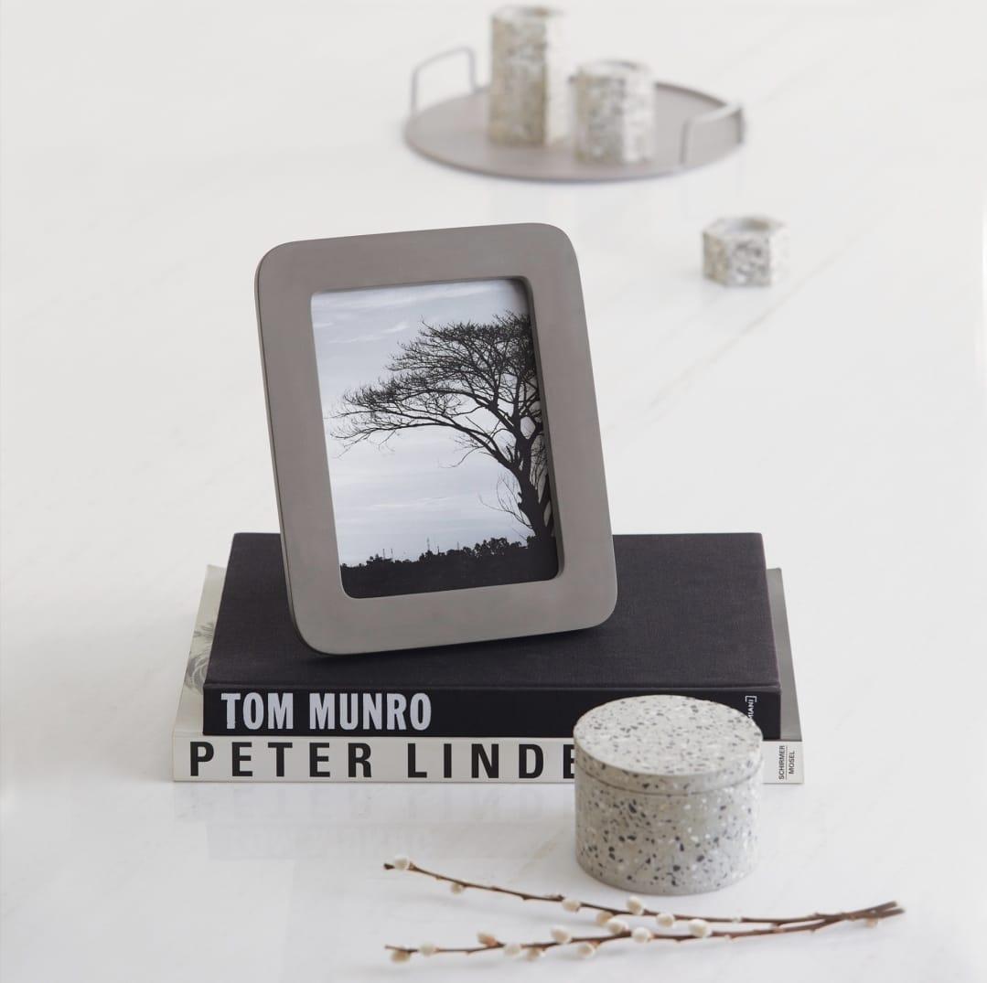 Porta-Retrato modern em cimento cinza 15x20