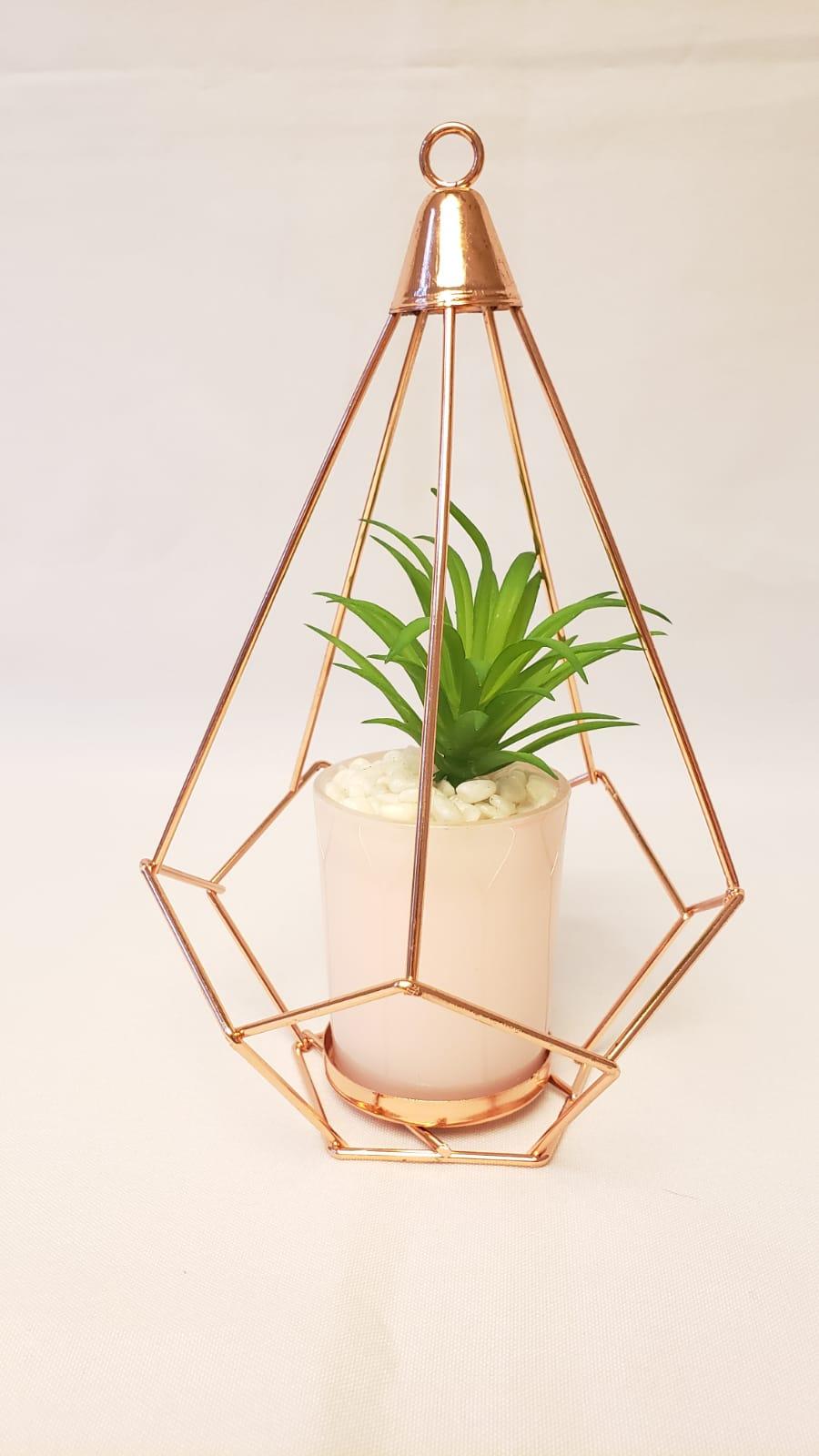 Vaso pendente pirâmide com planta
