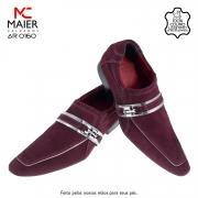SAPATO ARTESANAL COM DISIGNE RENOMADO - feito em couro trice, com bico redondo fino - BEF, salto em couro 3cm e solado Laqueado