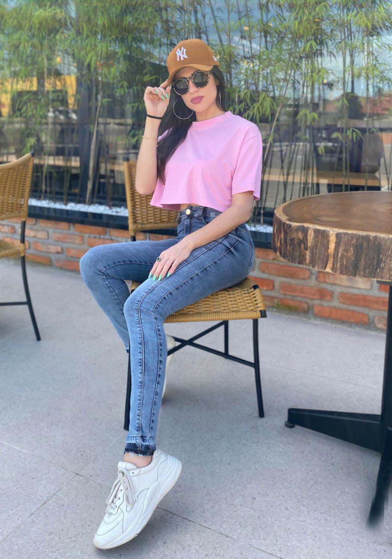 Calça Feminina Alta Skinny com detalhe Ret