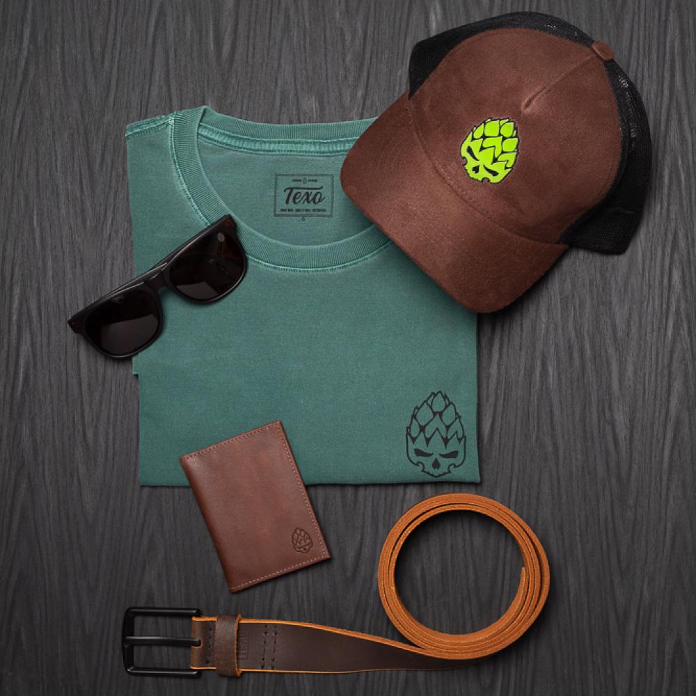 Kit Boné Trucker Hopskull Marrom, Camiseta Hopskull Contorno verde Estonada, Óculos de Sol Masculino Ohara Marrom, Carteira Hand Café e Cinto Amber em Couro Legítimo Café