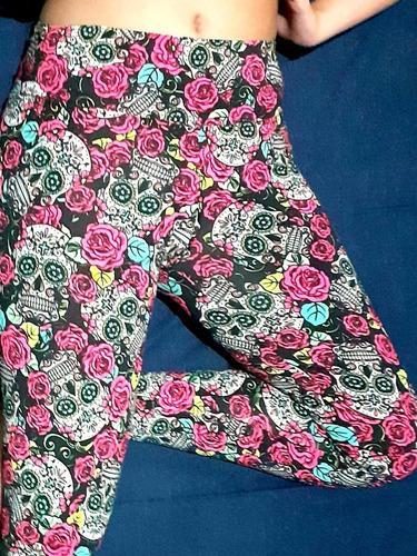 Calça Legging Feminina de Lycra Estampada com Caveiras Mexicanas