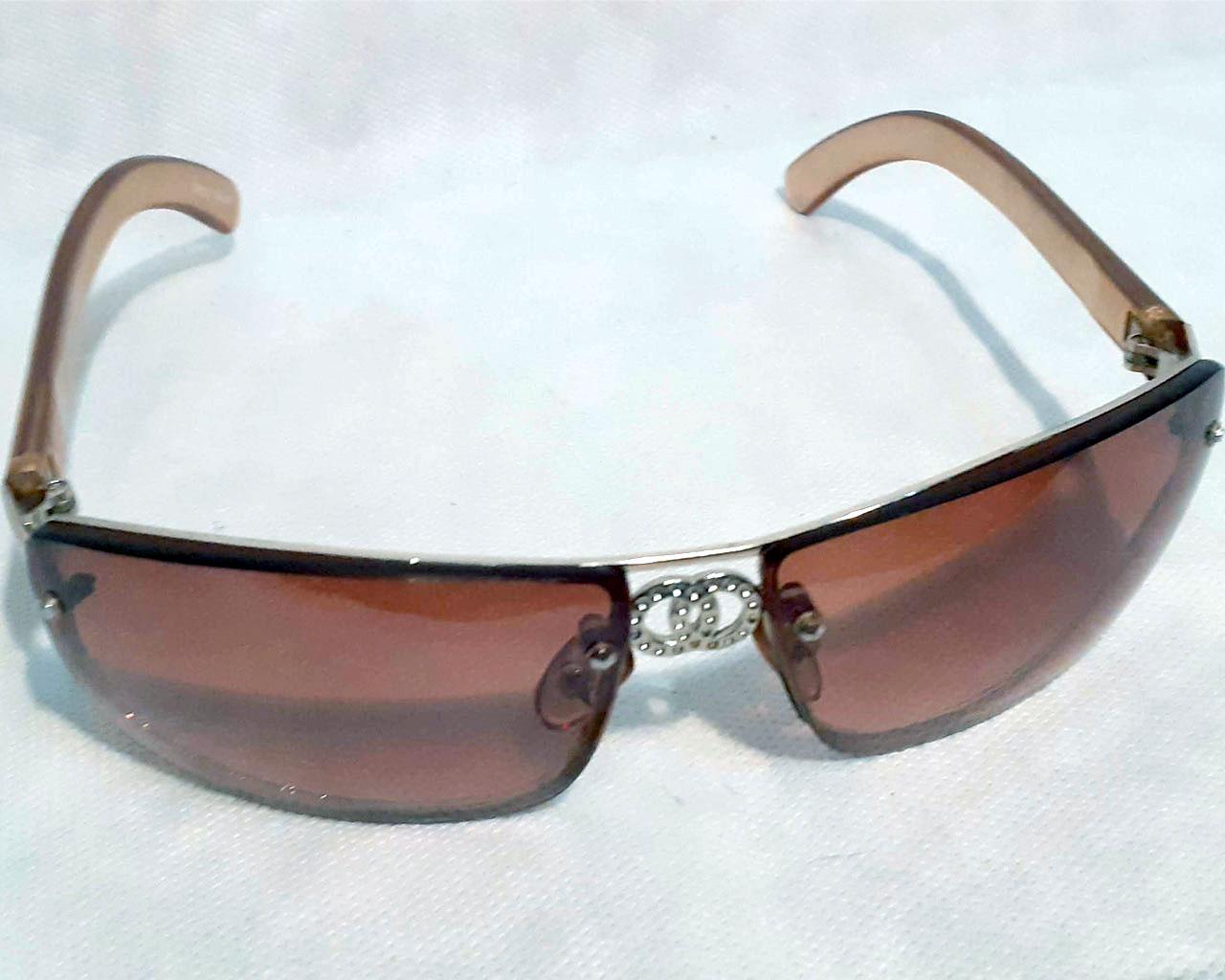 Óculos de Sol Lentes Cinzas Design Diferenciado Ótimo Estado