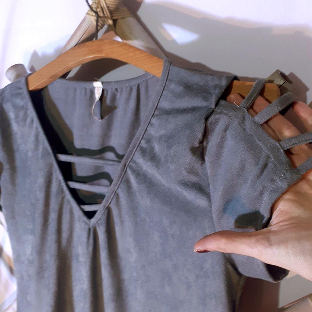 Vestido Cinza Com Detalhe nos Ombros Tam M