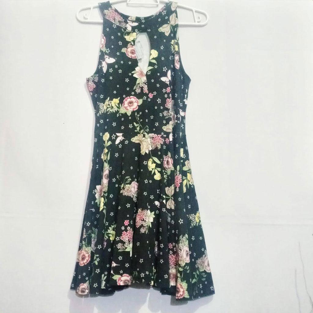 Vestido Florido Fit Well Tamanho M em Estado de Novo