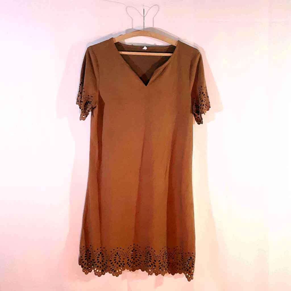 Vestido marrom em Chamois com detalhe nas mangas e barra