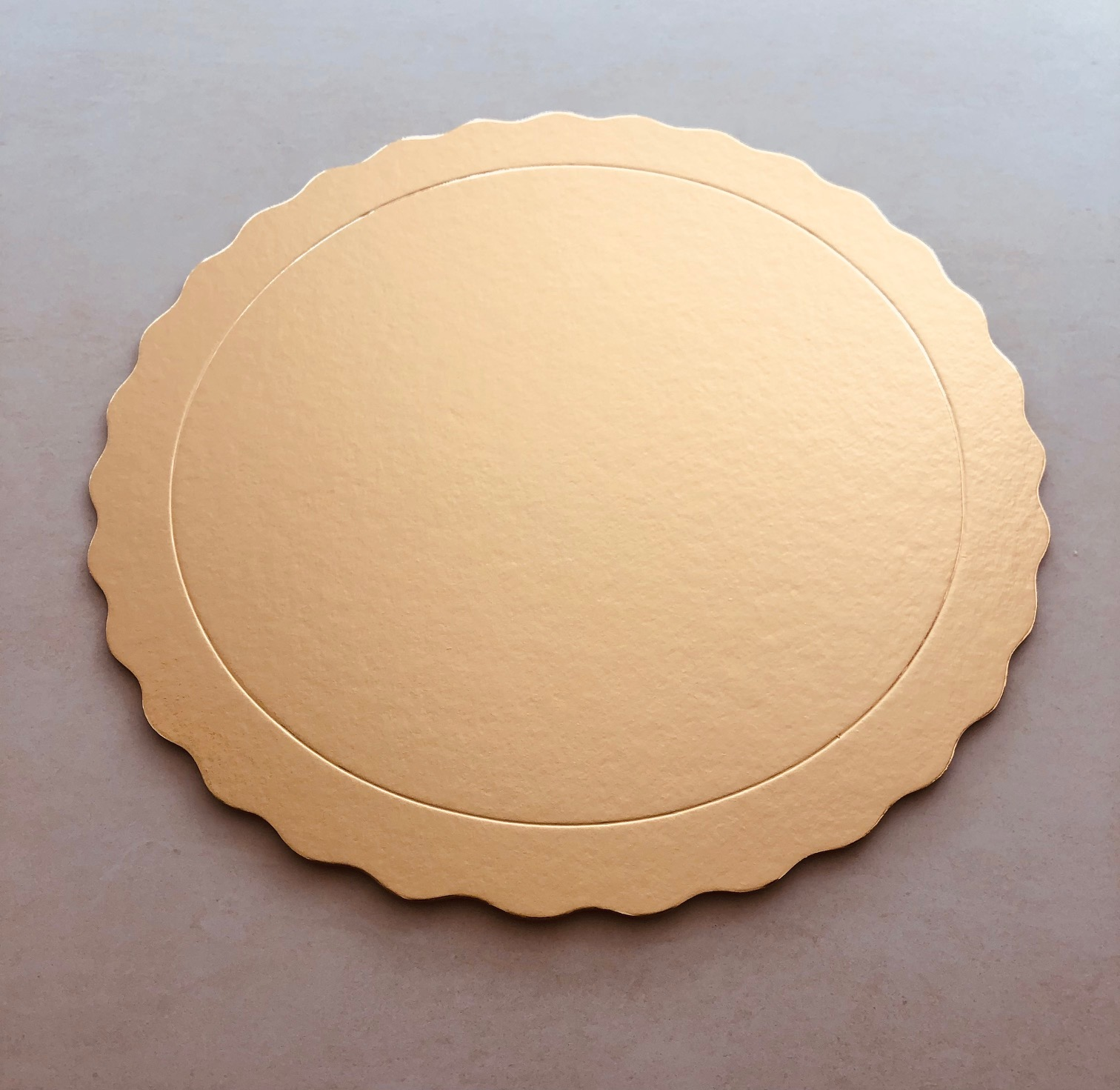 20 Bases Laminadas Para Bolo Redondo, Cake Board 28 cm - Ouro