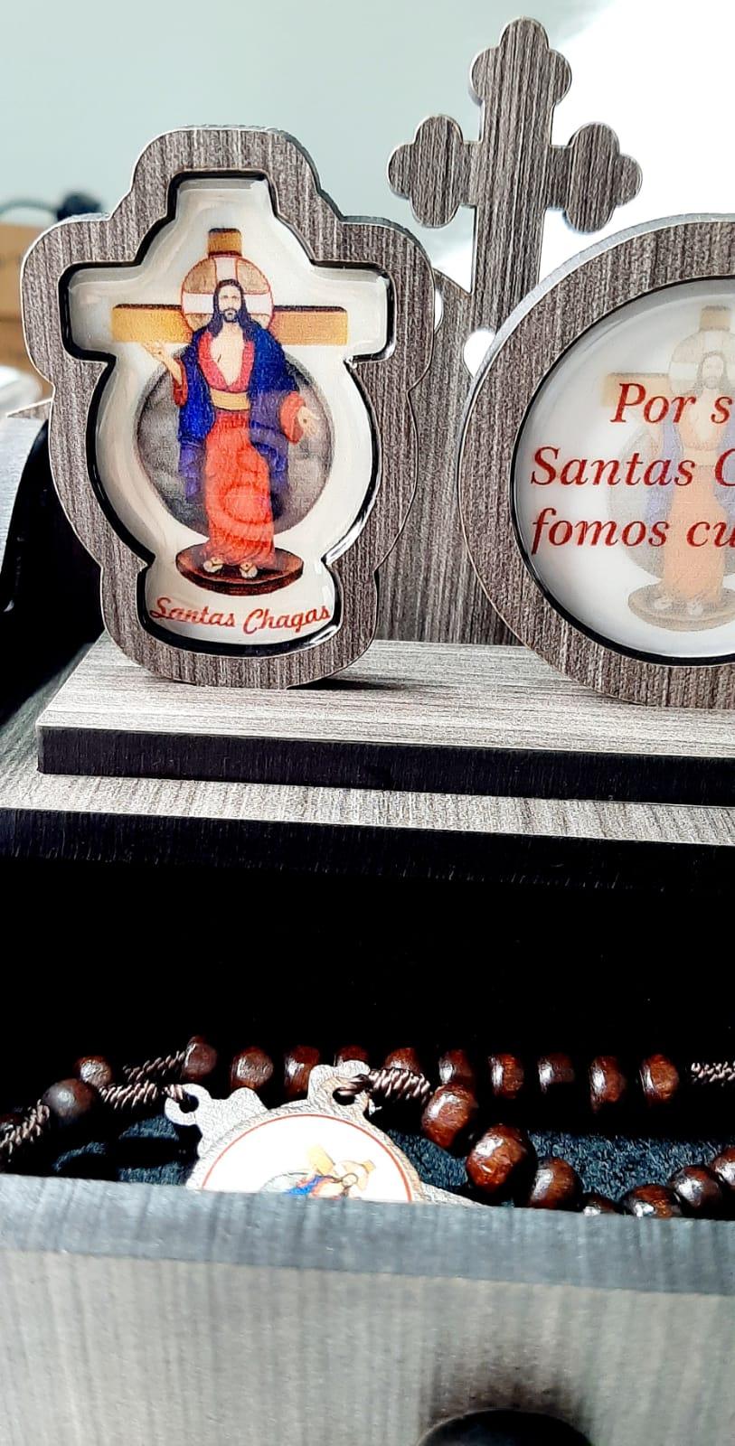 Oratório Personalizado com Gaveta e Terço - Santas Chagas