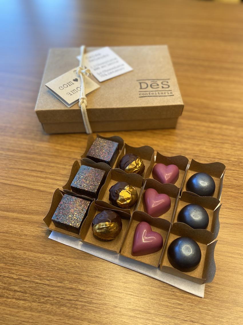 Chocolate Artesanal DeS confeitaria - Seleção com 12  - Vinerize