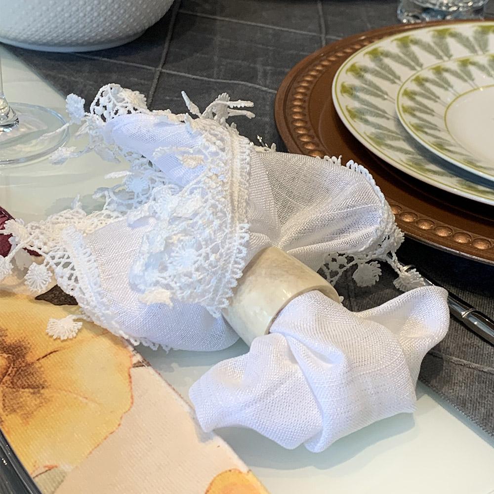 Guardanapo de linho branco com guippiur flor