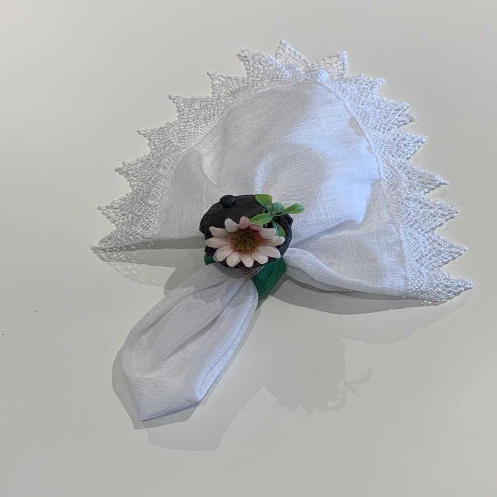 Porta guardanapo de panelinha de barro com flor