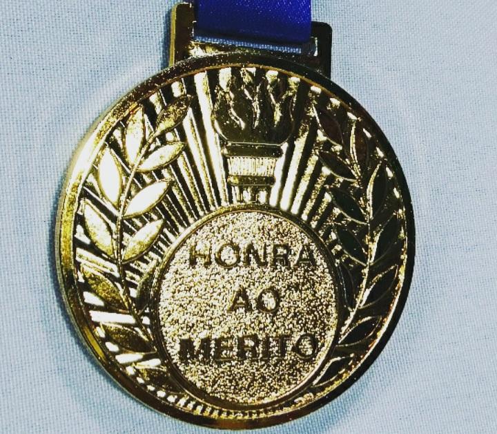 Medalha Metal Dourada 6cm a unid -