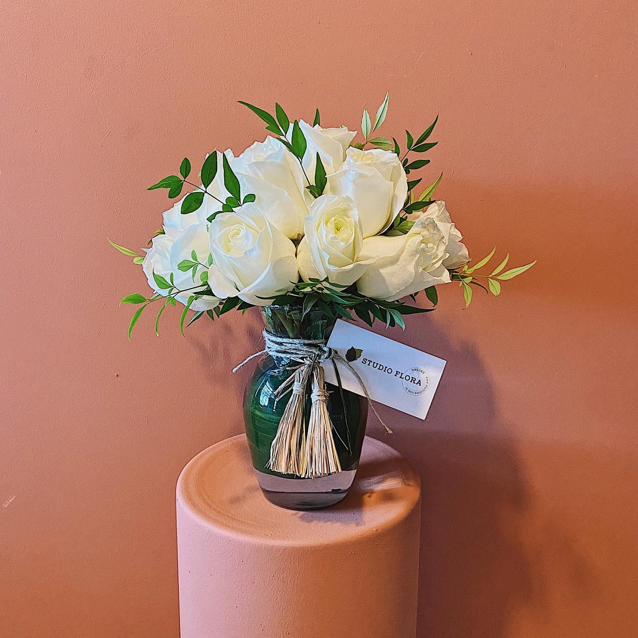 Arranjo Acácia com Rosa Branca