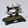 Miniatura Máquina de Costura Retrô em Resina LR-24