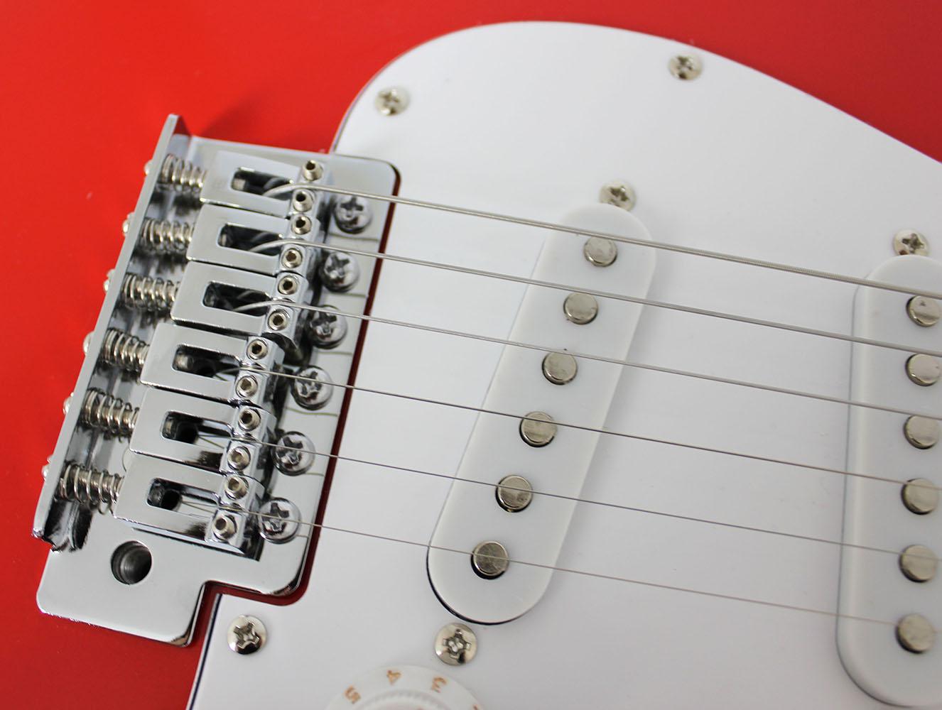 Guitarra Elétrica Vermelha e Branca