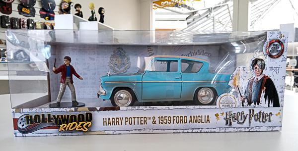 1:24 1959 FORD ANGLIA HARRY POTTER COM BONECO