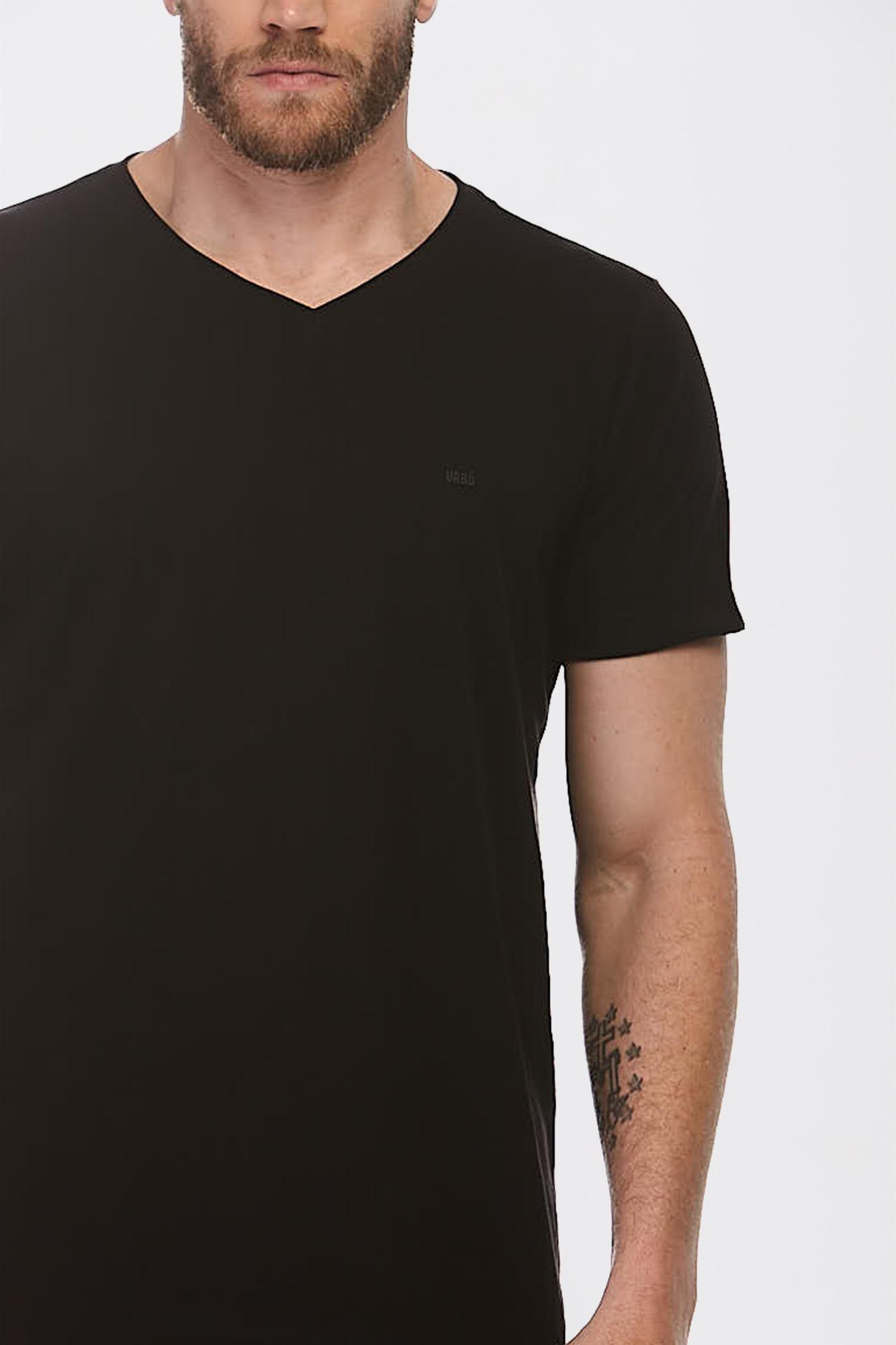 Camiseta Simple V Preta