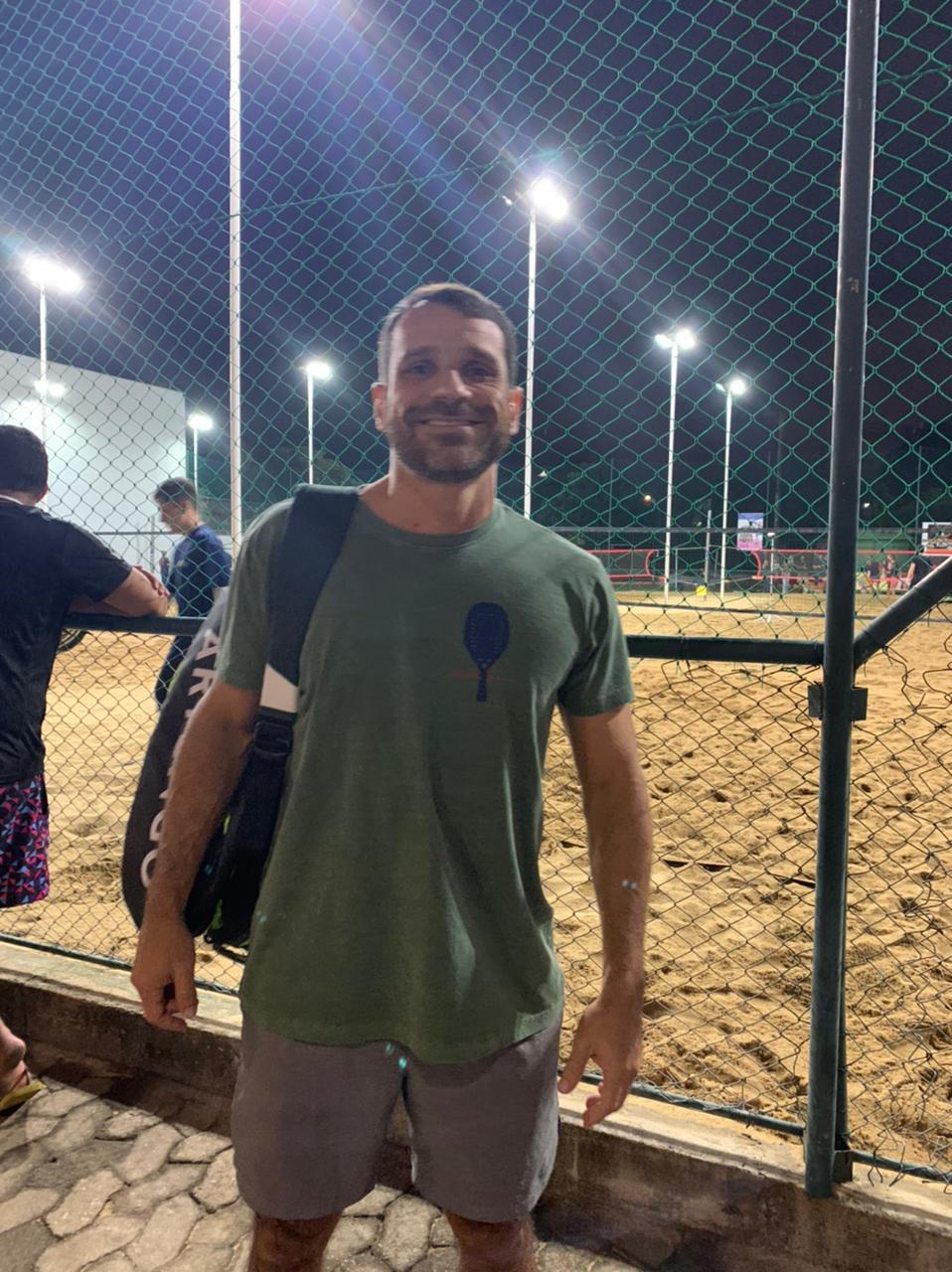 Camiseta T-Shirt Stone Beach Tennis Raquete Costas 2 - Verde Musgo