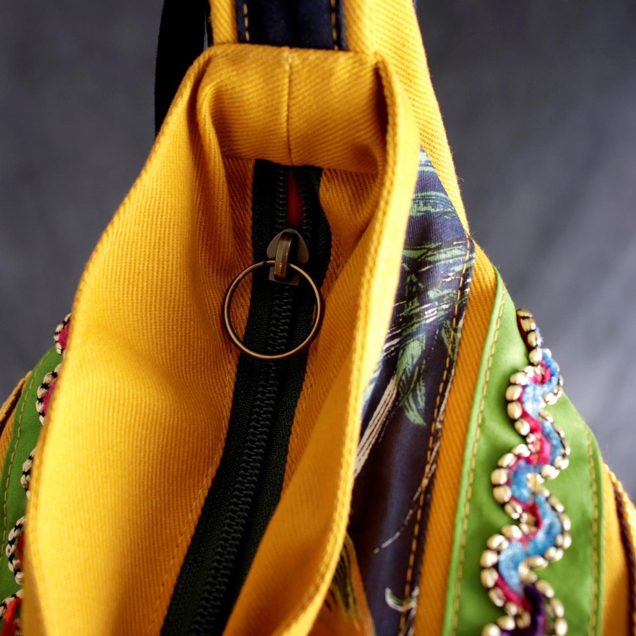 Bolsa Boho Aviamentos Transversal Amarelo Mostarda e Azul Marinho