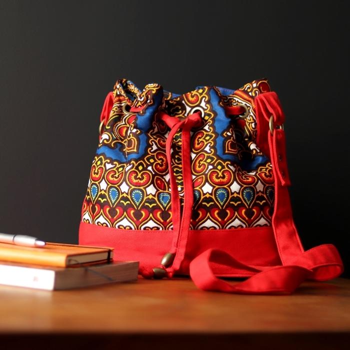 Bolsa Saco Transversal Tecido Africano Azul